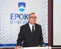 Forum i Hapur: Prof. Dr. Enver Hasani ne nje bashkebisedim me studentet mbi