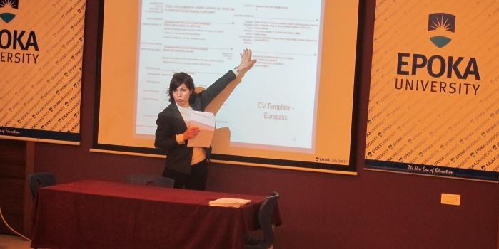 Seanca e pare e tranimeve dhe workshopeve ne lidhje me plotesimin e CV dhe intervistave te Punesimit