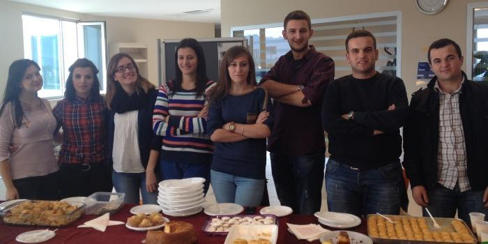 Volunteer Foundation Club organizes a food fair to collect funds to help the orphanage of Durres